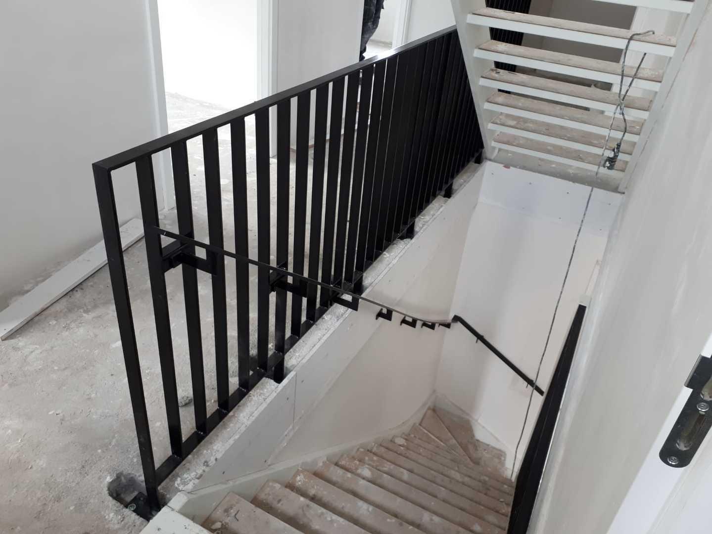 Stalen trappen lunteren speciaal voor u gerealiseerd van